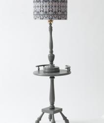 Lampe torchère grise de style colonial 1970
