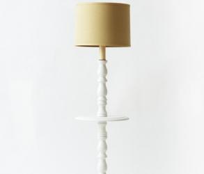 Lampe torchère blanche de style colonial 1970